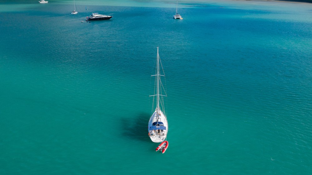 How much does it cost to charter a yacht in the Whitsundays?